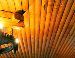 Блок-хаус отлично сомтрится на потолке